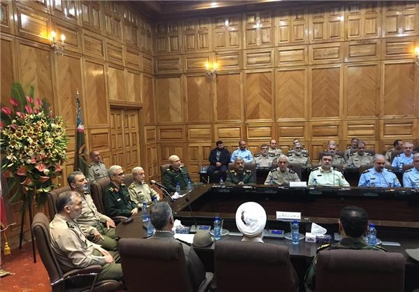 مراسم تودیع و تکریم فرمانده جدید ارتش برگزار شد.