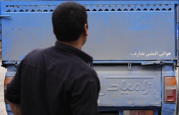 جریمه ۳۰ هزار تومان در انتظار رانندگانی که روی خودرو شعر مینویسند/ نصب هر نوع نوشته و برچسب رو خودرو ممنوع است