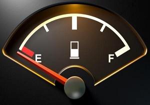 از چراغ روشن باک بنزین خودرویتان نترسید! +جدول