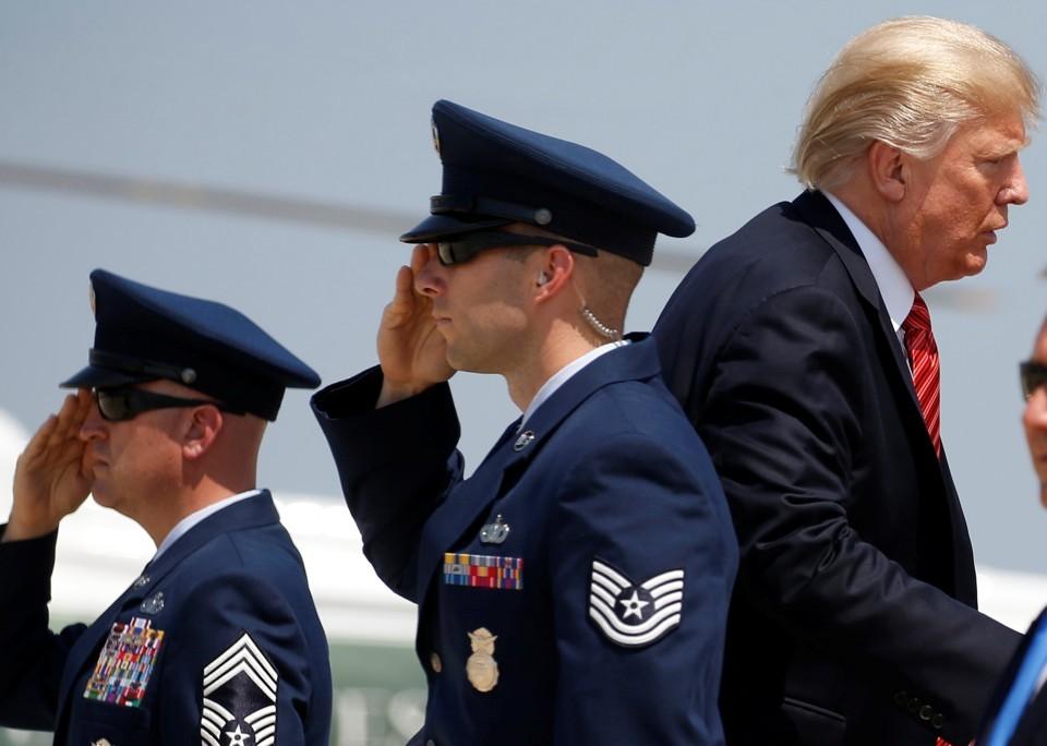 آتلانتیک: چرا ترامپ از اعلام تعداد نیروهای اعزامی به مناطق جنگی امتناع میکند؟