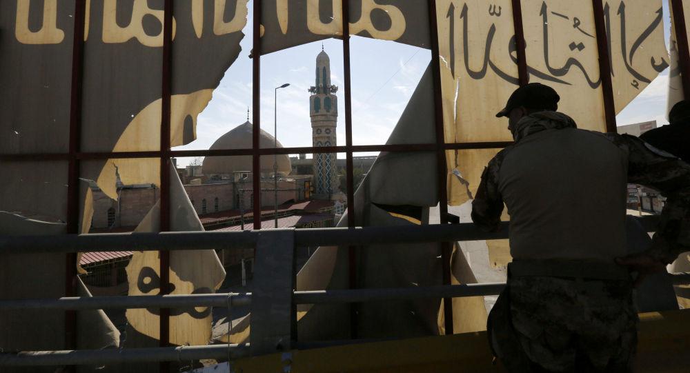 لحظه تسلیم شدن بیش ۳۵۰ داعشی فراری +فیلم
