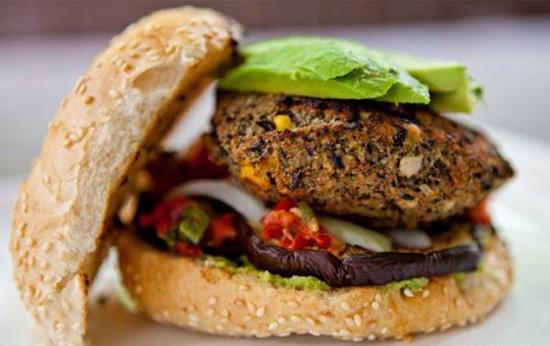 طرز تهیه یک همبرگر گیاهی خوشمزه و سالم