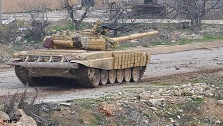 لحظه هدف قرار گرفتن چند داعشی توسط تانک ارتش سوریه + فیلم