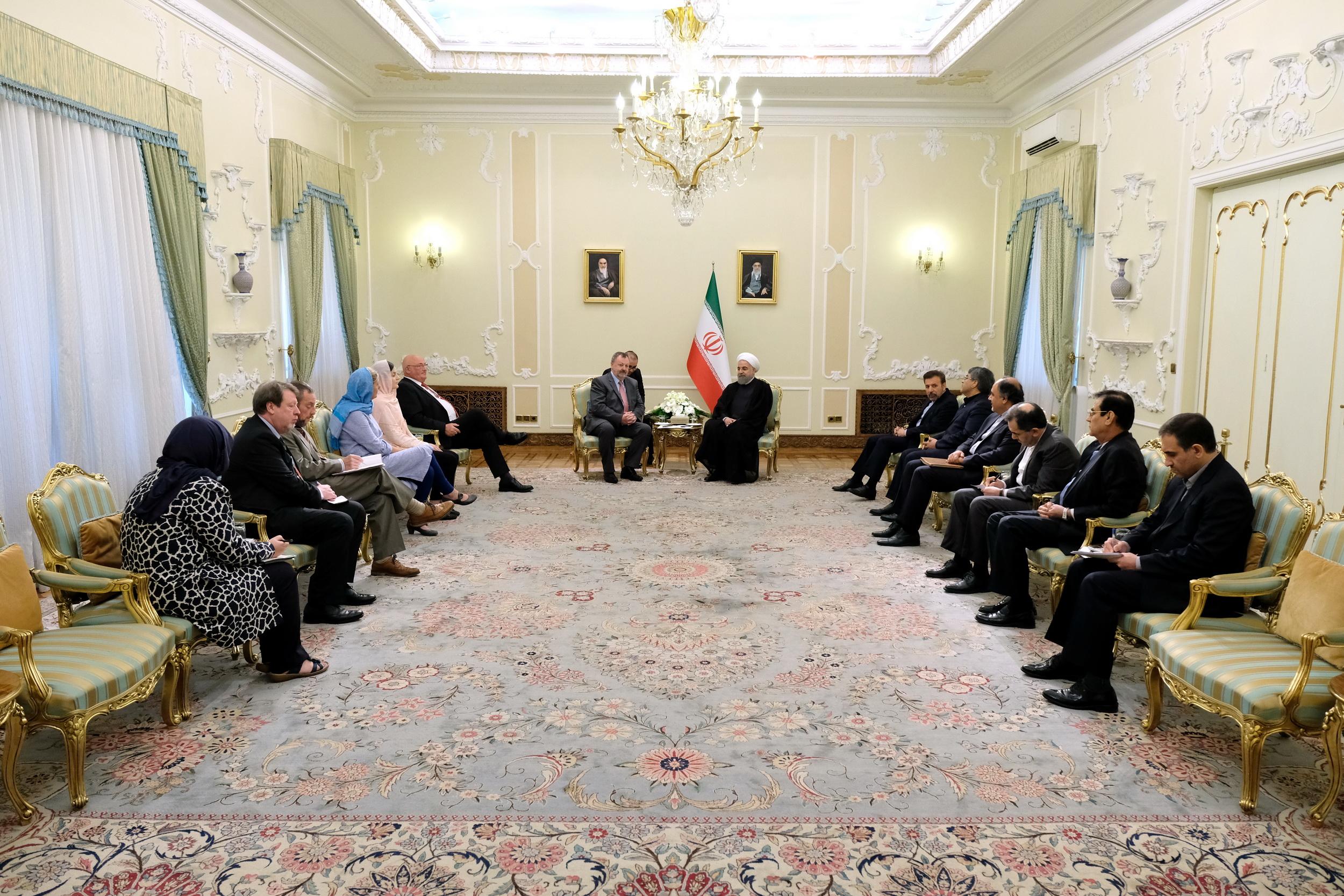 تهران از گسترش روابط با دوبلین استقبال می کند/ ایران میتواند نیازمندی اروپا به انرژی را تامین کند