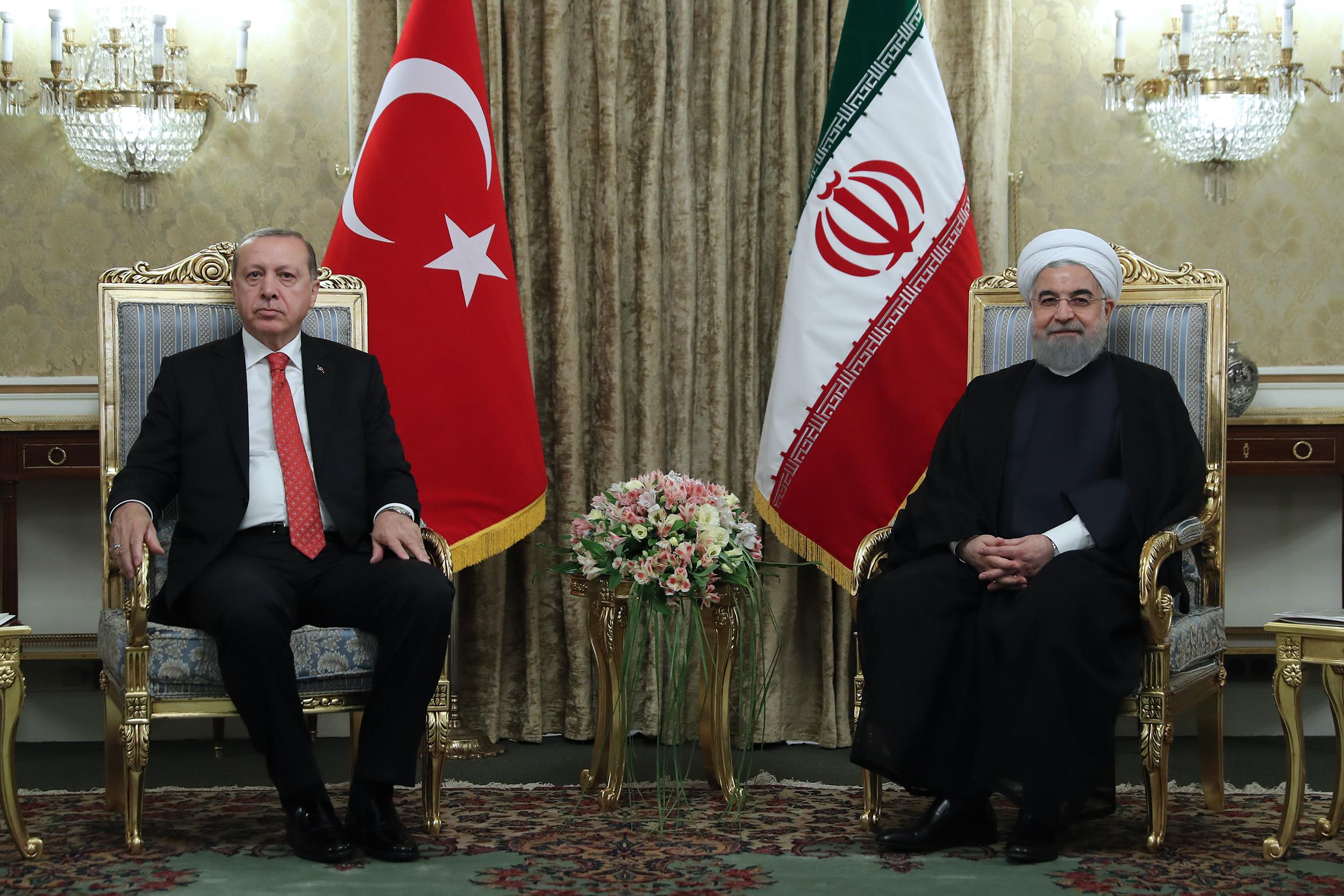 روحانی: ایران و ترکیه تشدید اختلافات قومی در منطقه را نمیپذیرند/اردوغان: تصمیمی که با نشستن بر سر میز با موساد گرفته شده به هیچ عنوان مشروع نیست