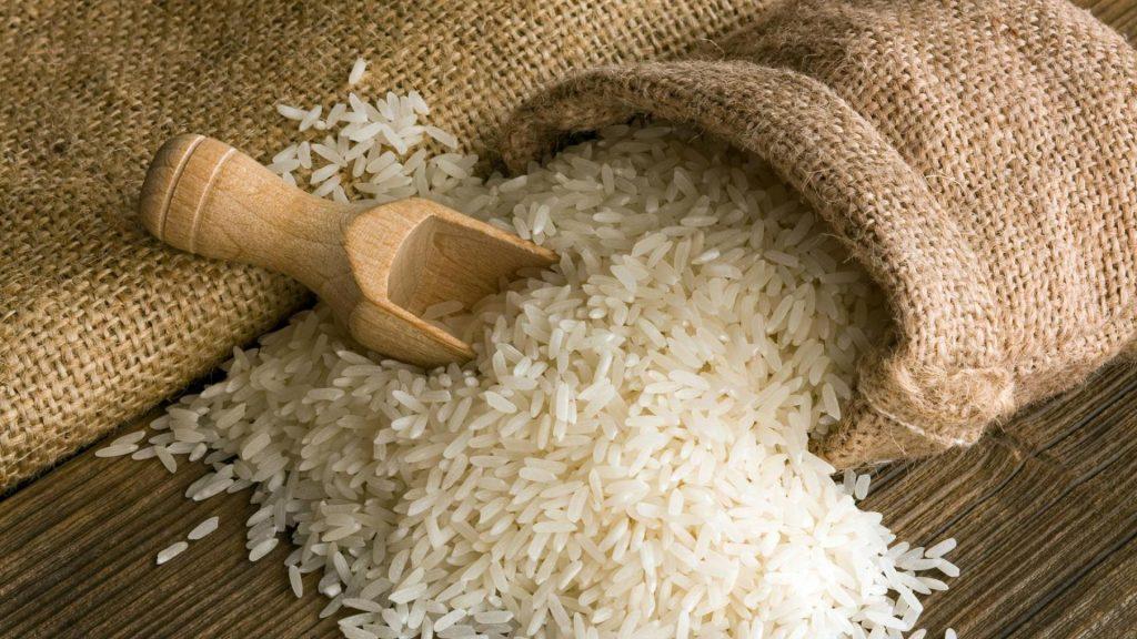تقلب در کیسه های برنج/دلالانی که با اختلاط سودهای آنچنانی به جیب می زنند