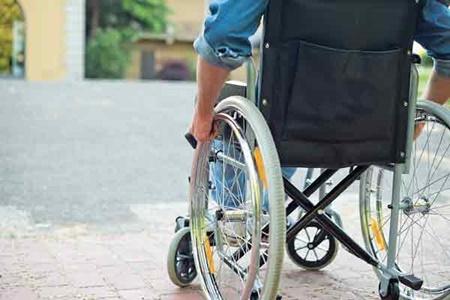 باشگاه خبرنگاران -بیتوجهی مسئولان نسبت به امکانات تردد معلولان در شهر + فیلم