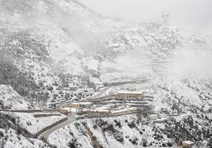 ارتفاع برف درمناطق کوهستانی جاده اسالم- خلخال به ۱۰سانتی متر رسید