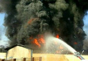 آتش سوزی گسترده انبار مجتمع پتروشیمی در شورآباد/ مصدومیت یک آتش نشان در حادثه