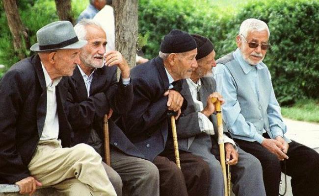 ١٠ درصد جامعه ایران سالمند هستند/ زندگى شهرى ما مناسب سالمندان نیست