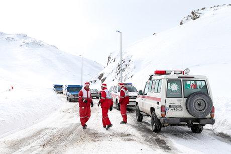 محصور شدن استان ها در برف و کولاک/ قتل کودک به دست مادر/ بازگشایی محور هراز