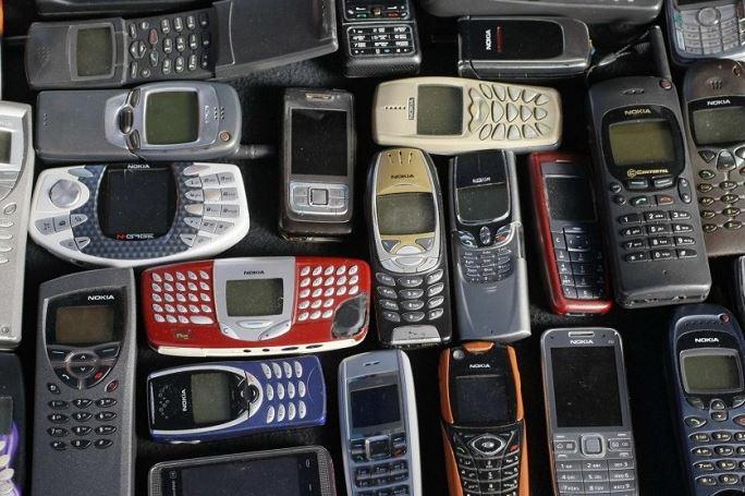 قیمت فروش گوشی های کلاسیک در بازار/ اجاره یک واحد تجاری چقدر آب می خورد؟