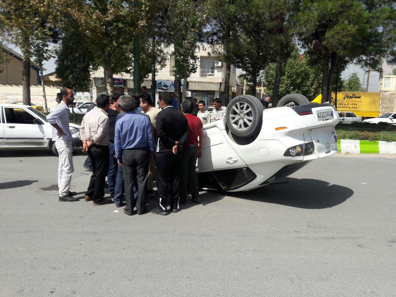 باشگاه خبرنگاران -واژگونی خودرو در یکی از خیابانهای یاسوج