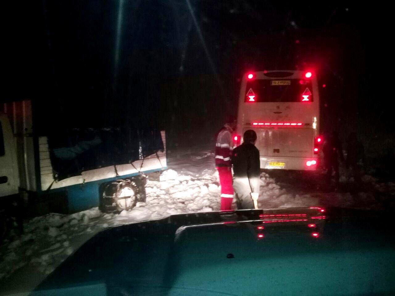 امداد رسانی به 45 دستگاه خودرو گرفتار در برف و کولاک شهرستان کلیبر