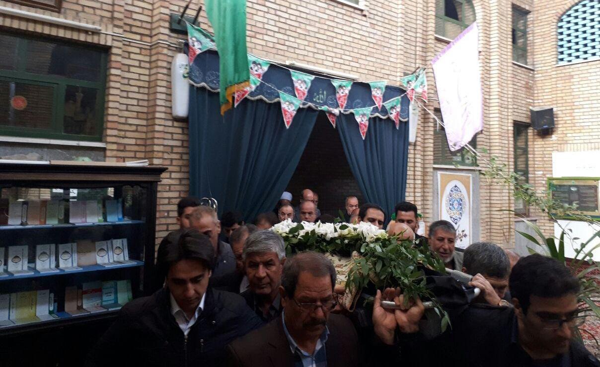 مراسم تشییع مادر حسین کمالی برگزار شد