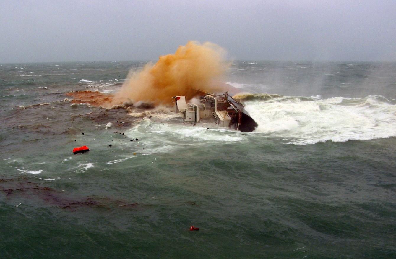 12 کشته و مفقود بر اثر برخورد یک قایق ماهیگیری و یک تانکر نفتکش در دریای ژاپن