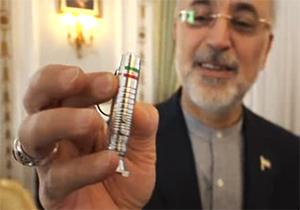 هدیه رئیس سازمان انرژی اتمی به حمید معصومی نژاد + فیلم