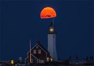 تایم لپس فوقالعاده از حرکت ماه قرمز رنگ و روند تاریک شدن هوا + فیلم