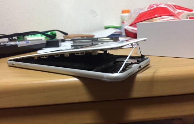 معیوب بودن باتری آیفون 8 جدی است!