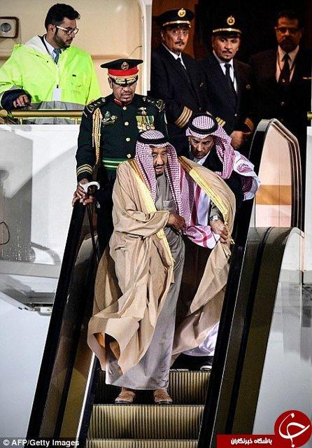 سوژه شدن پایین آمدن ملک سلمان از پلههای برقی طلاییاش در روسیه!+ تصاویر