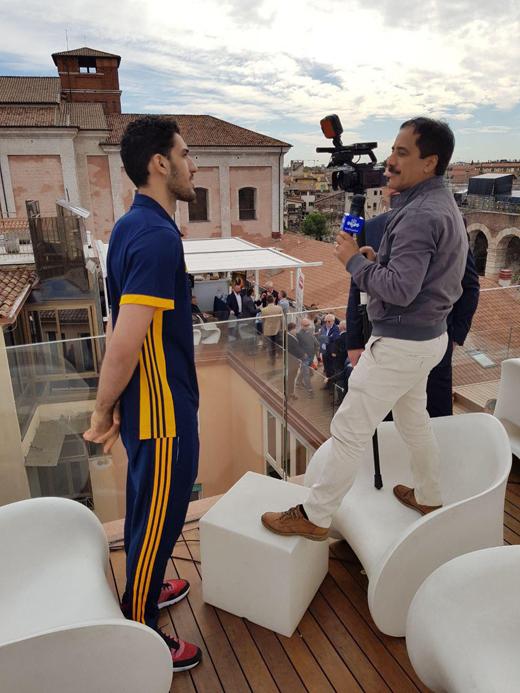 پشت صحنه مصاحبه خبرنگار 170 سانتی با والیبالیست 202 سانتی متری + فیلم