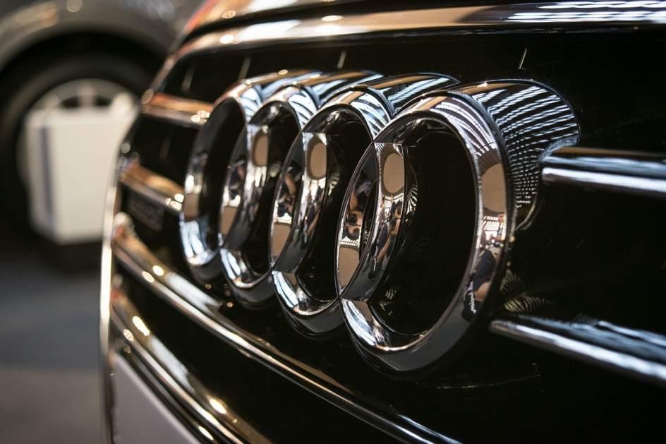 Audi سواری در مناطق آزاد چند صد میلیون آب می خورد؟