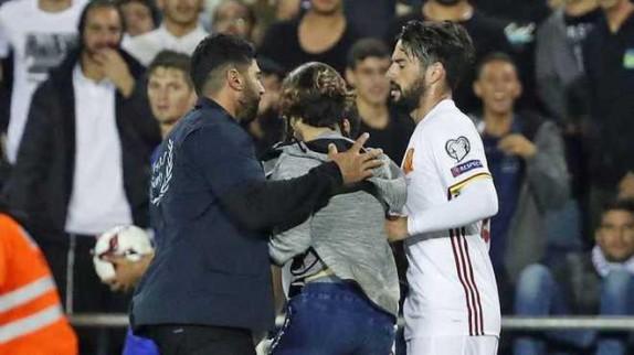 باشگاه خبرنگاران -فرار نافرجام اسرائیلیها از اتهام چاقو کشی در زمین فوتبال+تصاویر