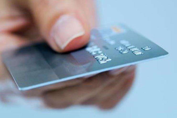 بلایی که ممکن است با گفتن رمز کارت به فروشنده سرتان بیاید+فیلم