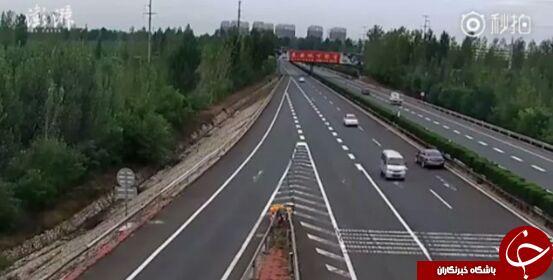 رانندگی عجیب زن چینی، همه را شگفت زده کرد + فیلم