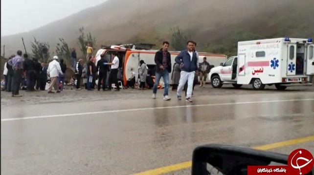 واژگونی اتوبوس مسافربری در هوای بارانی + تصاویر