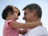 باشگاه خبرنگاران -دخترها وابسته حمایت عاطفی پدر  هستند