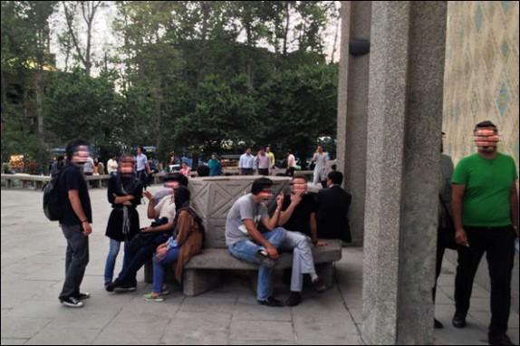باشگاه خبرنگاران -جوانانی که مقابل چشم هزاران نفر زندگی را دود میکنند