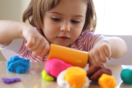 تجهیز مراکز مشاوره دولتی سازمان بهزیستی به اتاق بازی درمانی / ارائه رایگان خدمات بازی درمانی به کودکان آزار دیده
