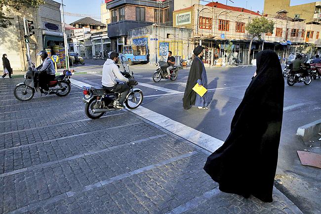 آسوشیتدپرس: بیاعتمادی به آمریکا کاملا در خیابانهای تهران قابل مشاهده است