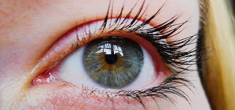تغییر رنگ چشم با روشی ساده و طبیعی