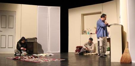 نمایشنامه قوی «پنجره کوخ» ذهن مخاطب را درگیر می کند