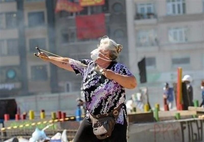 پیرزن سنگ انداز در ترکیه دستگیر شد+عکس