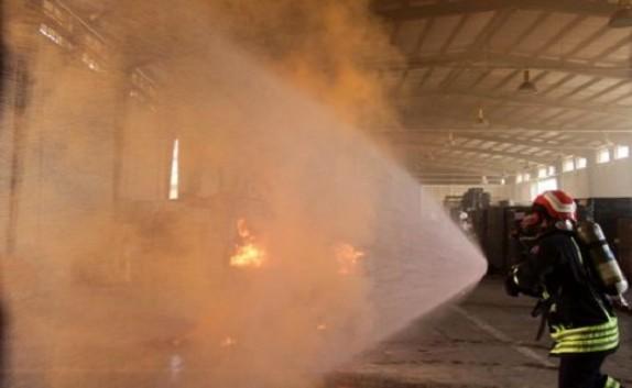 باشگاه خبرنگاران -برگزاری مانور اطفاء حریق در انبارهای سربسته در بندر آبادان