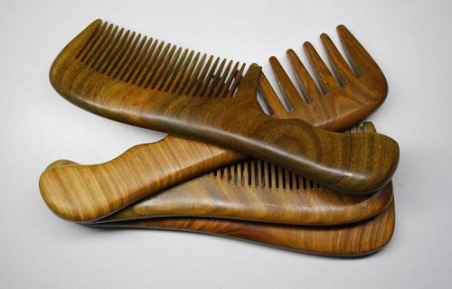 از شانه چوبی استفاده کنید/ مویی صاف با نمک/ با این ۸ ماده غذایی موهای خود را صاف کنید/کشمش بخورید مویی سالم داشته باشید