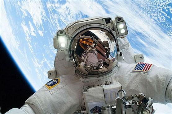 سلفی گرفتن در فضا چه دردسرهایی دارد؟ + تصاویر