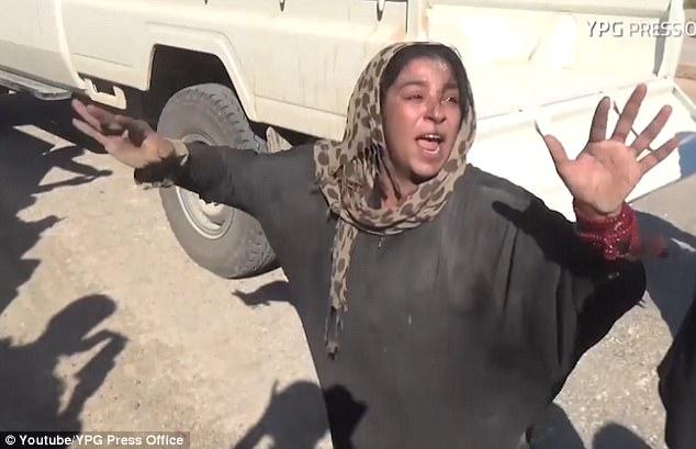 خوشحالی زن بعد از فرار داعش