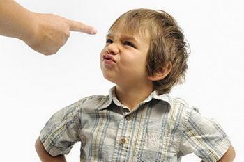 برای پیشگیری از لجبازی کودک، محدودیت بیش از حد را کنار بگذارید