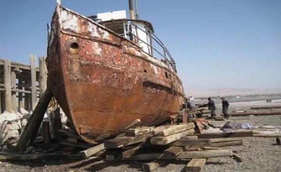 باشگاه خبرنگاران -انتقال قدیمیترین کشتی موجود در دریاچه ارومیه به موزه دریایی بندرشرفخانه