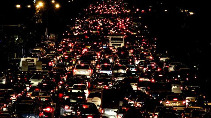 پیش بینی ترافیک سنگین برای تهران/امشب خیابان های تهران قفل می شود؟