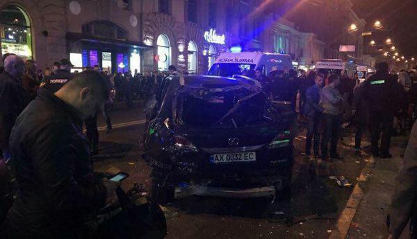 برخورد خودرو با مردم در اوکراین/ 11 کشته و زخمی تاکنون
