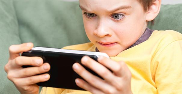 بازی هایی به قیمت مشکلات جسمانی و روانی کودک