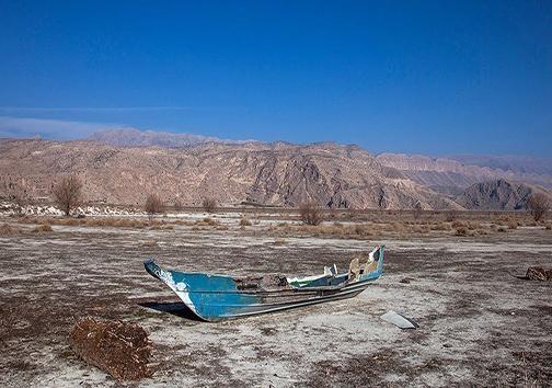 تالابهای فارس غرق در خشکی/بهبود وضعیت بانوان و خانواده در برنامه ششم/انتصاب نخستین مدیر جهاد کشاورزی زن کشور