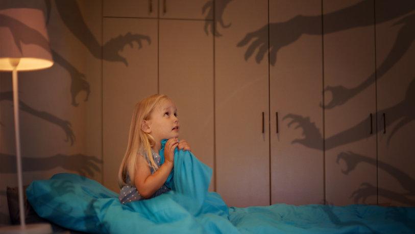 1-راهکاری خلاقانه برای کمک به کودکانی که از تاریکی میترسند+ تصاویر2-راهکاری خلاقانه برای کنترل ترس کودک از استراحت در اتاق تاریک+ تصاویر
