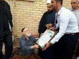 باشگاه خبرنگاران -مدال طلا قهرمان آسیا بر گردن پدر شهید تاج بخش