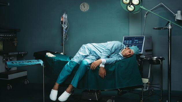 1-خطرهایی پنهان در جراحی در شب هنگام+ تصاویر2-دلیل علمی اینکه چرابهتر است درروز جراحی شویم3-عملهای جراحی خود را به شب نیندازید
